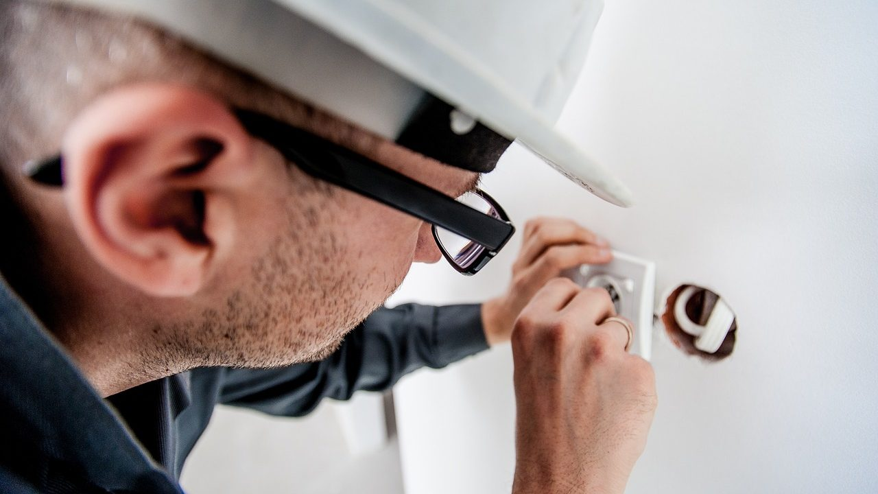 electrician-1080554_1280